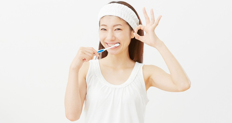 0abf9b6e52d2aec3c1a2abf1b4c0addc_kim-okamura-woman-brushing-her-teeth-1000-c-90